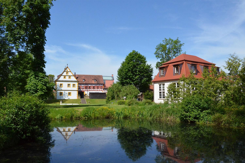 Zauberharfen-Werkstatt im Park von Schloss Wernsdorf